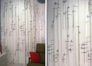 Vorhang mit Antennen-Motiv in schwarz-weiß-rot