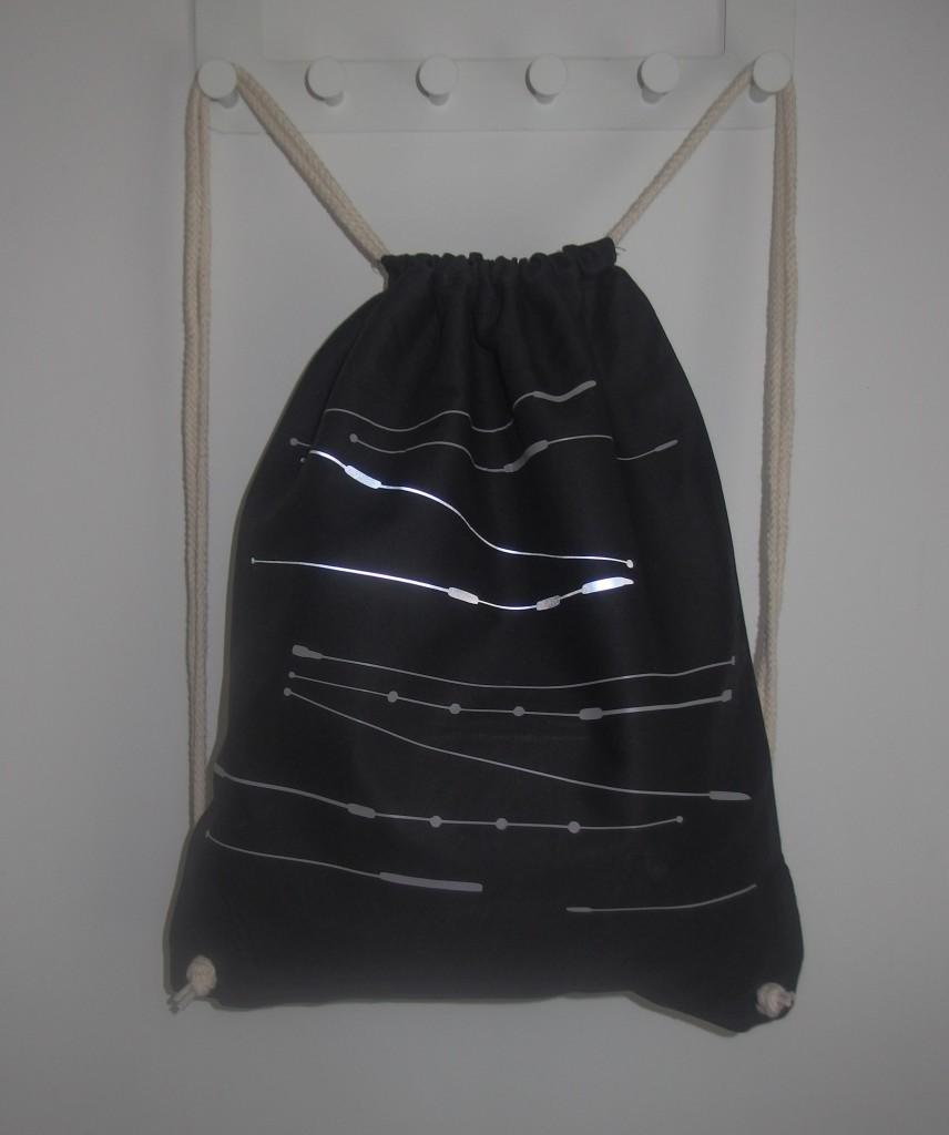 Reflektierender Turnbeutel in schwarz von s.wert design