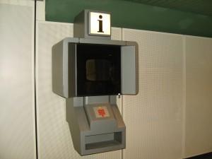 Ein Infoterminal - damals technisch ganz weit vorn - heute schwer und überflüssig